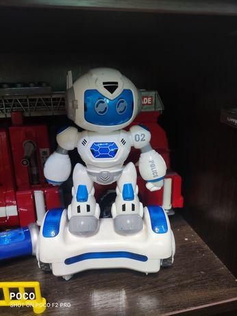Малыш робот полицейский