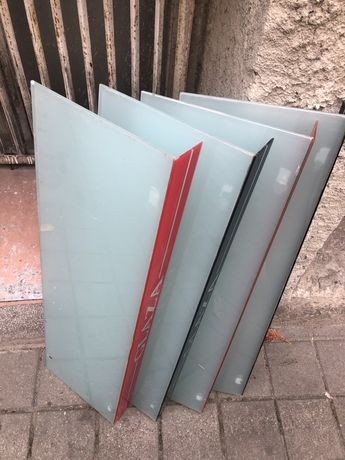 Стъклени рафтове, стилажи триплекс