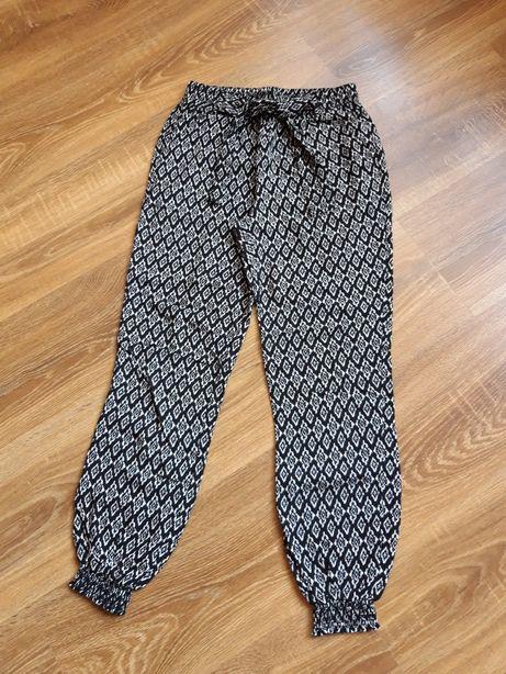 Pantaloni fete