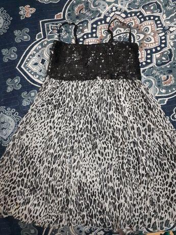 Платье с паетками на 10-11 лет