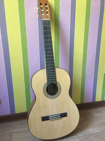 продам гитару Yamaha C-40M