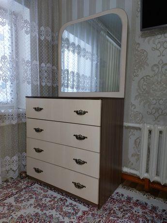 Спальный комод с зеркалом