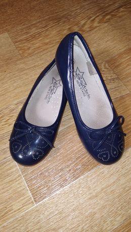 Туфли для девочек по 2000тг