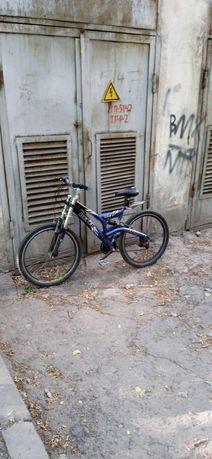 Велосипед едит много долго быстро