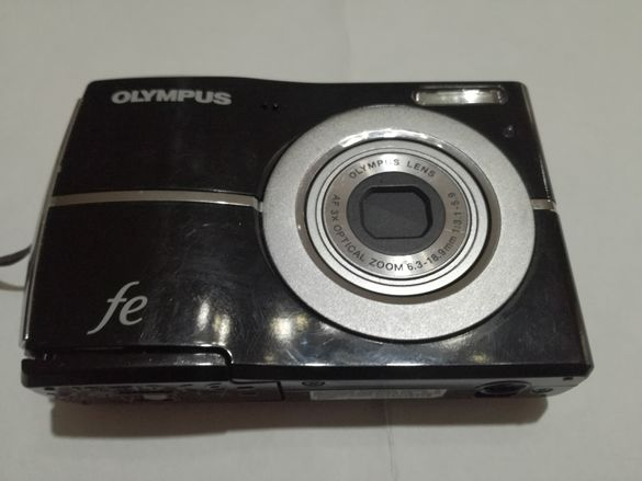Фотоапарат Olympus Fe-45 за части. Не включва.