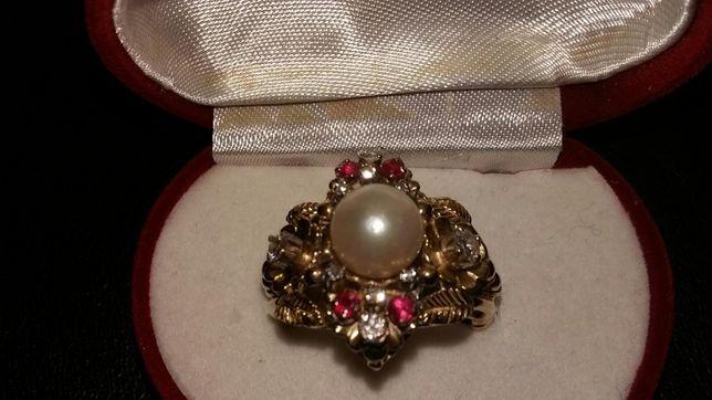 reducere-inel deosebit cu diamante, rubine si perlă naturala
