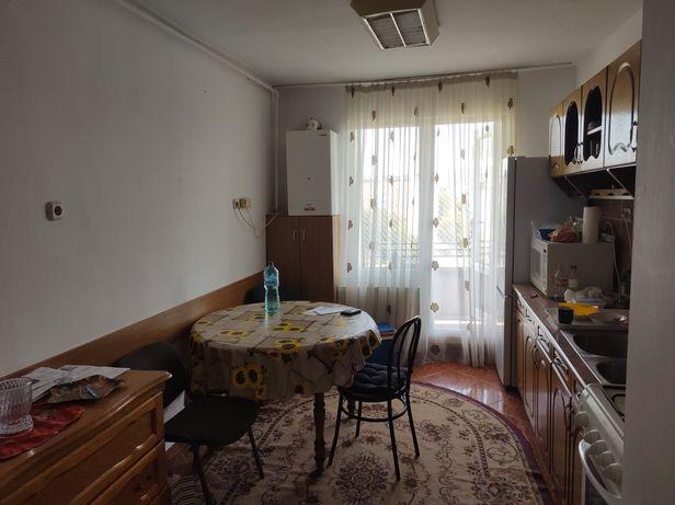 Apartament 3 camere de închiriat