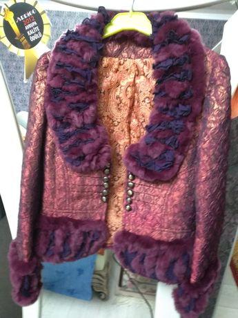 Фирменный нарядный пиджак с натуральным дорогим мехом шиншилой