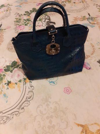 Чанта в синьо - естествена кожа