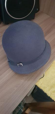 Продам, шляпка демиссезонная и новая р-р 57.
