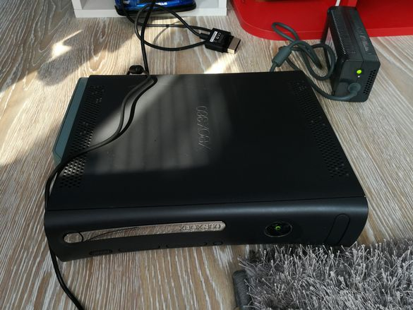 Xbox 360+Hard drive+cables
