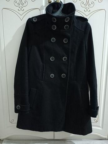 Пальто Zara. В отличном состоянии. Размер: 44. Цена: 7000 тг