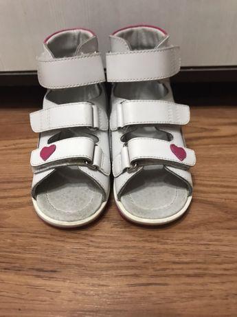 Ортопедические сандалии
