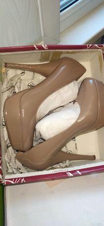 Туфли новые бежевые
