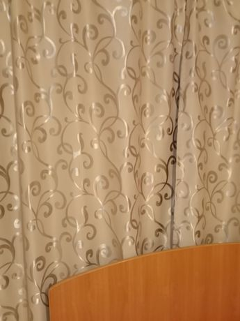 Тюль и шторы в хорошем состоянии