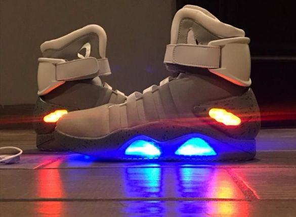 Nike  Air  Mag from future
