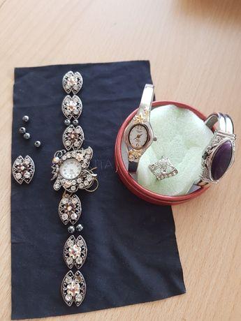 Дамски часовници тип гривна и пръстен с камъни