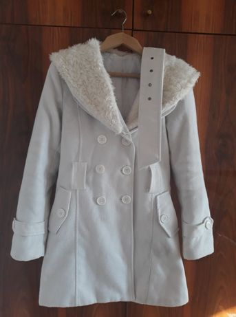 Зимно бяло палто