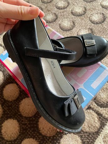 Продам детские туфли в школу