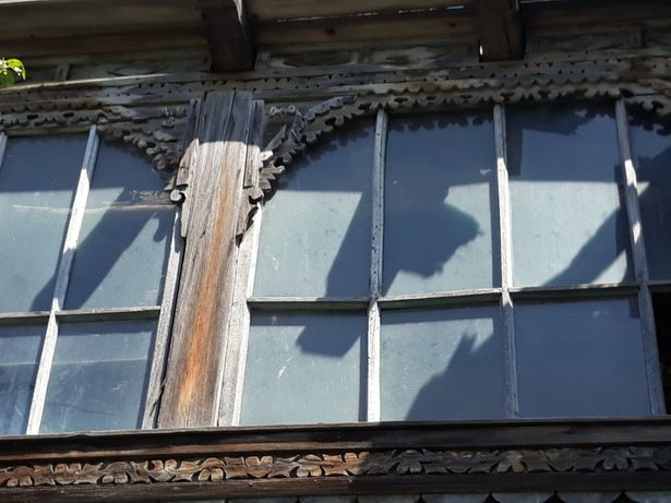 Ornamente de casa vechi vand care sant interesati sa sune