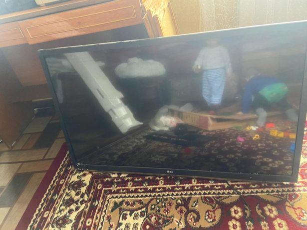 Продам телевизор LG 107 см