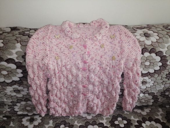 Плетена детска жилетка