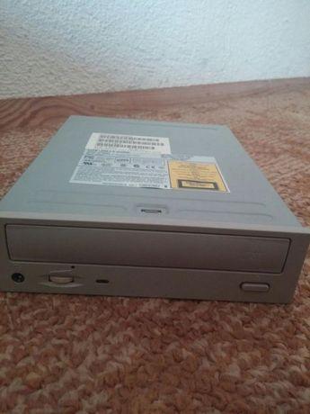 CD ROM и слушалки