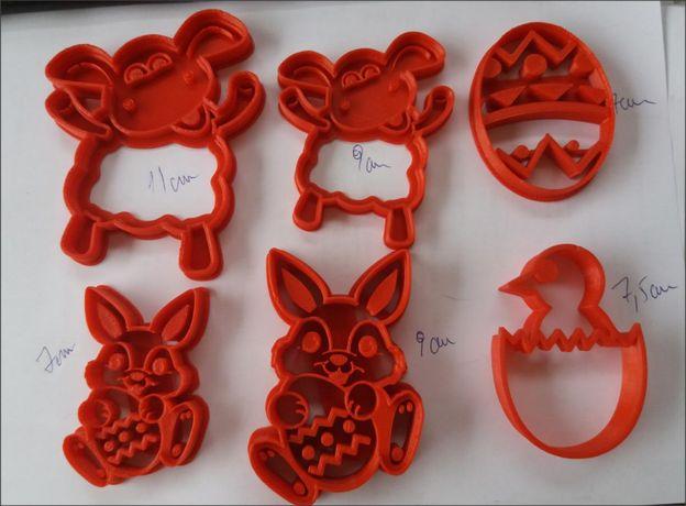 set 4 forme de PASTI - pt taiat si modelat aluat biscuiti, saratele et