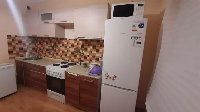 Кухонный, газ, холодильник, микроволновка