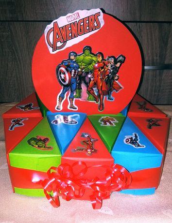 Картонена торта Avengers