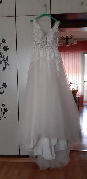 Прекрасна булчинска рокля