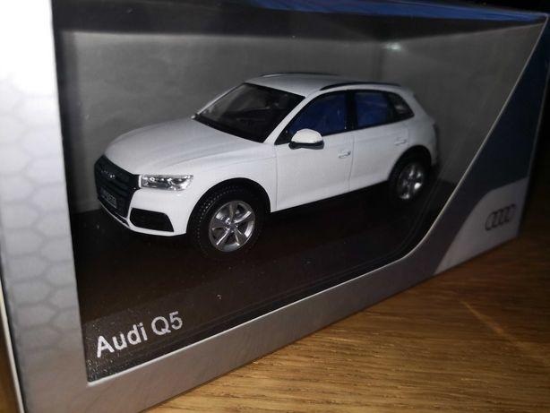 Se vinde machetă,jucarie Audi Q5