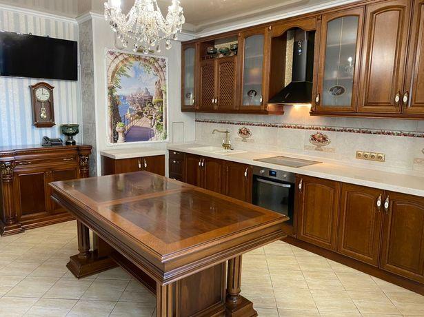 Кухонный стол очень прочный хорошего качества.