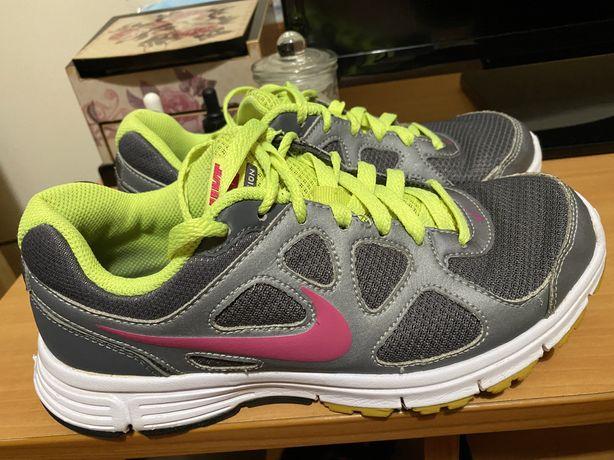 Adidasi Nike revolution(Adidas, Under Armour)