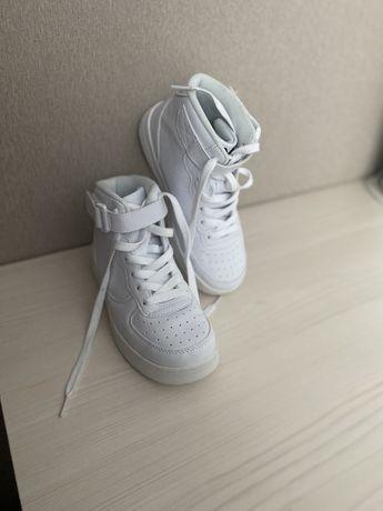 Новые сникерсы высокие кроссовки 35 размер производство Германия