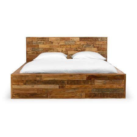 Спални обзавеждания от масив и стари дъбови греди