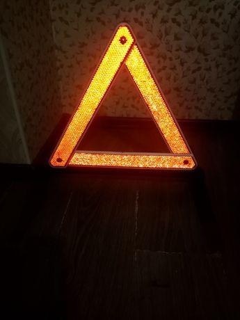 Продам аварийный треугольник