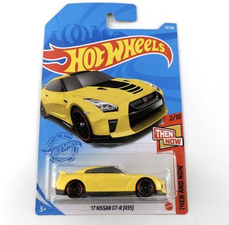 17 Nissan GT- R ( r35) Hot wheels original