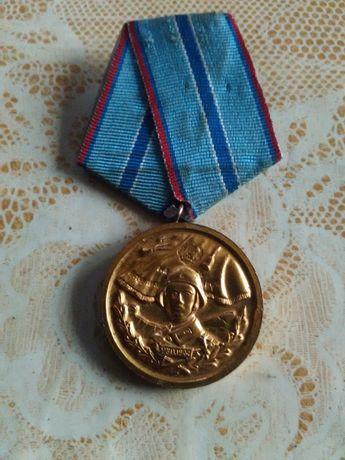 Медал за 20 години безупречна служба.