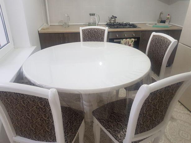 Стол со стулями. Размер 1.20. Стульев 5 шт. Цвет белый.