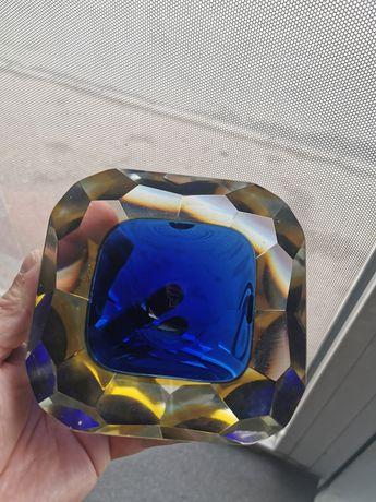 Scrumieră din sticla masivă
