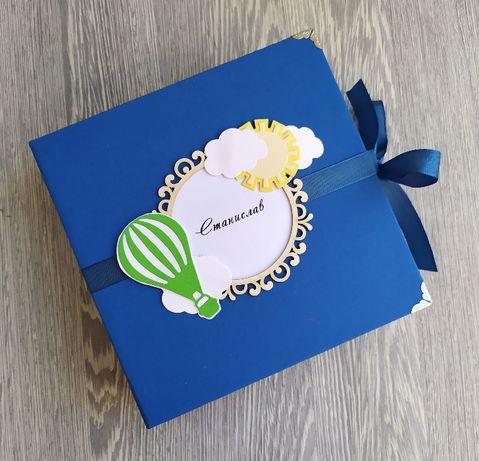 Бебешки скрапбук албум в синьо и зелено, с балони и облаци /20.11/