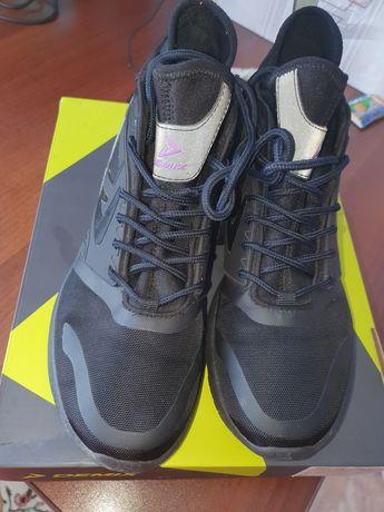 Продам женские кроссовки Demix оригинал