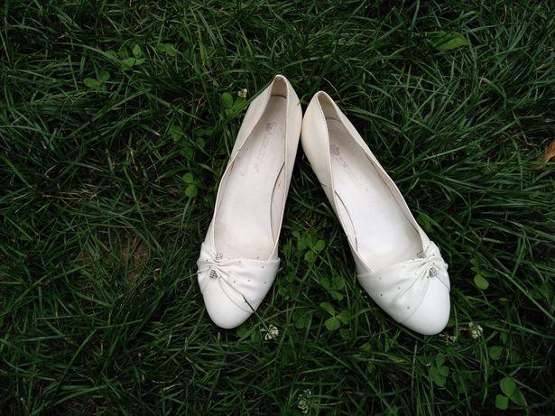Туфли белые( свадебные)