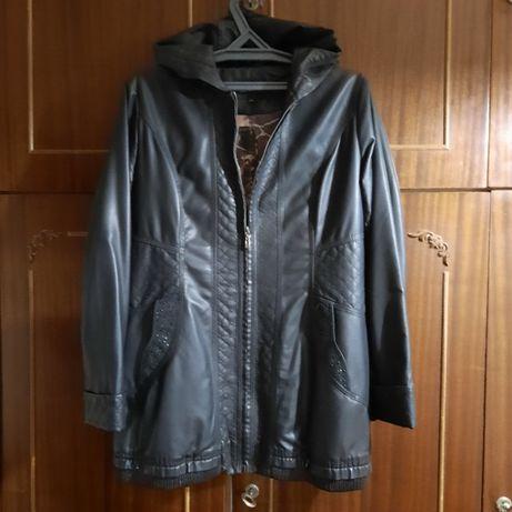 Продам женскую куртку из экокожи.