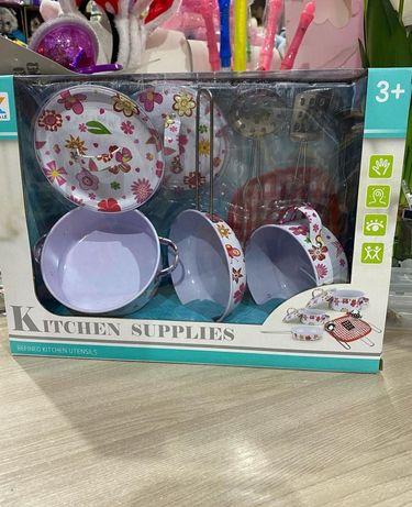 Набор посуды металлической в коробке