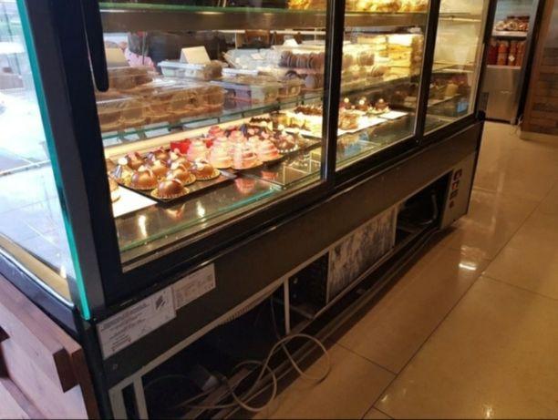 Vitrina frigorifica orizontala pentru patiserie cofetarie