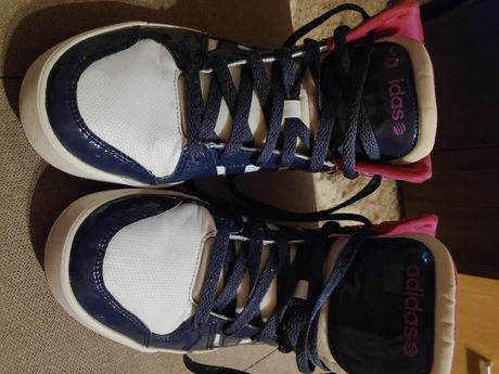Vând papuci Adidas mărimea 41-42