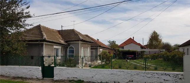 Casa de vanzare+Teren 1000 mp