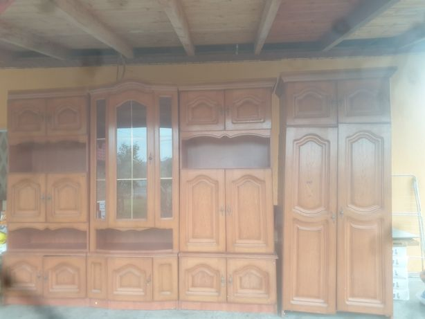Vand vitrina din lemn masiv